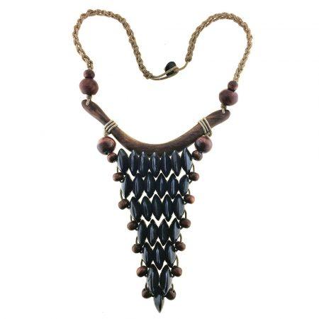 Collana etnica con cordoncino e pendenti in legno