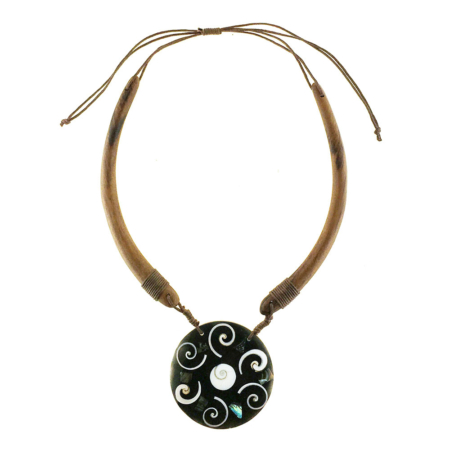 Collana etnica con cotone cerato, legno e conchiglia intarsiata