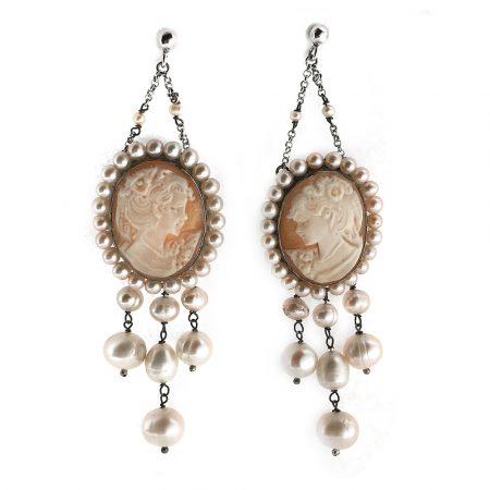 Orecchini cammeo con volto di donna e perle in argento