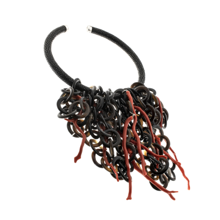 Collana rigida a collare in razza, corno e corallo